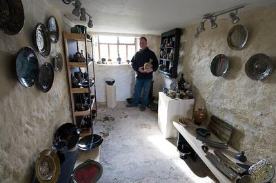 Richard Daniels, studio potter, Creigiau Mawr Pottery, Carreglefn, Anglesey.