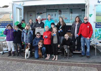 Dogs Holly, George and Logan with Anglesey Waste Management Team, Keep Wales Tidy and PCSO Iona Beckman
